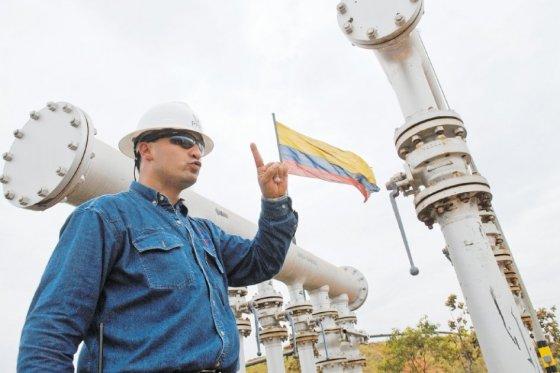 En la foto, uno de los operarios de Campo Rubiales, operado por Pacific, empresa que aporta la cuarta parte de la producción de crudo nacional. /Gustavo Torrijos