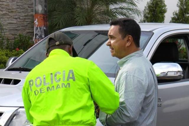 Este es el momento en que Pablo Emilio Murillo fue capturado por la Sijín de la Policía en el barrio El Recreo. Allí las autoridades le leyeron sus derechos para luego ser conducido al palacio de justicia.(Foto: Suministrada/VANGUARDIA LIBERAL)