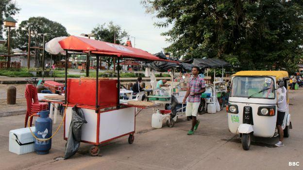 Un viaje en mototaxi cayó a la mitad de precio. Muchos pasean vacíos por las calles de Puerto Gaitán.