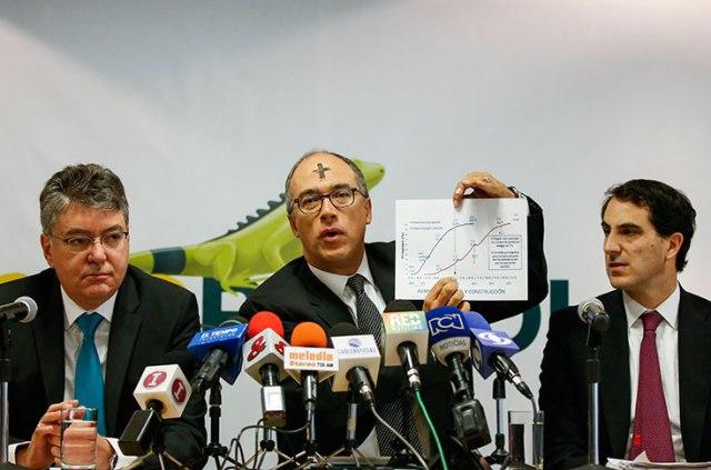 En la foto de izquierda a derecha: Mauricio Cárdenas, ministro de hacienda; Juan Carlos Echeverry, presidente de Ecopetrol y Tomás González, ministro de minas. Colprensa.