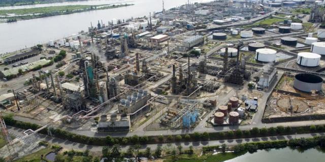 Esta decisión responde a la difícil situación que enfrenta la compañía ante el entorno actual de la industria del petróleo, en el que los precios se han deteriorado.
