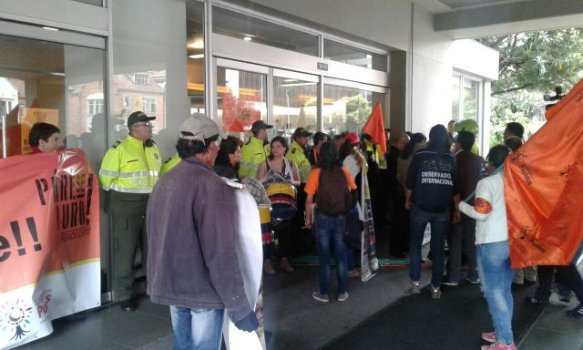 Protesta-frente-a-Ecopetrol-RCN