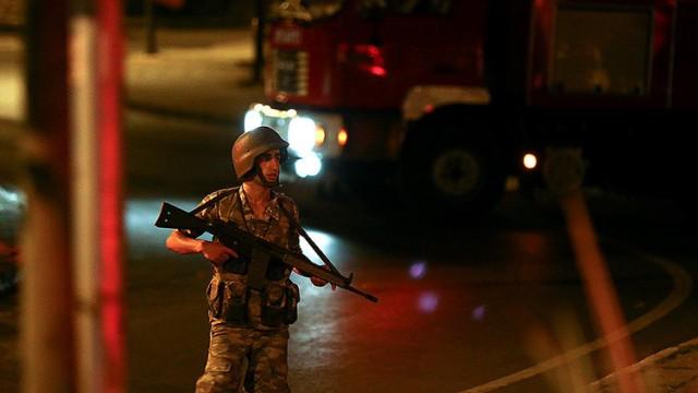 Un militar turco patrulla en la plaza Taksim, en EstambulMurad SezerReuters