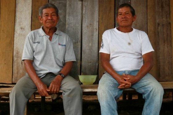 Rafael Fernández, sabedor de Macaquiño, junto a Salvador (derecha)