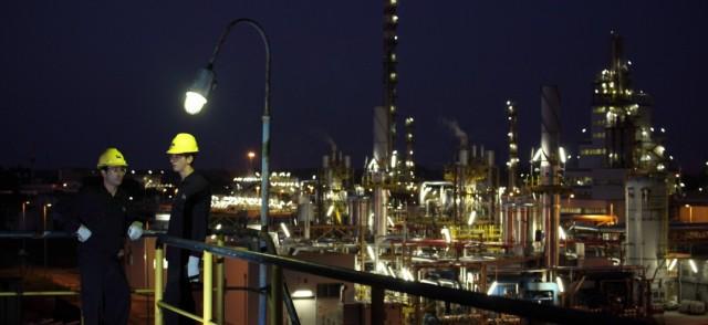stabilimento-petrolchimico-polimeri-europa-2011_ferrara_-italia-1110x510